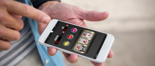 Gamblingspiele auf Handy | © panthermedia.net /Wavebreakmedia ltd